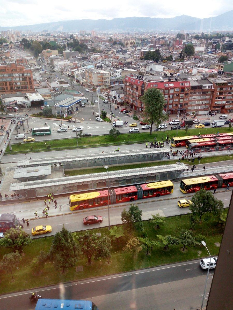 Bogota Celadores De Transmilenio Bloquearon La Calle 26 El Nuevo Siglo