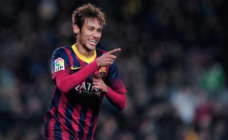 FÚTBOL Multa y aviso de cierre al Valencia por botellazo a Neymar ca3b3a489de88
