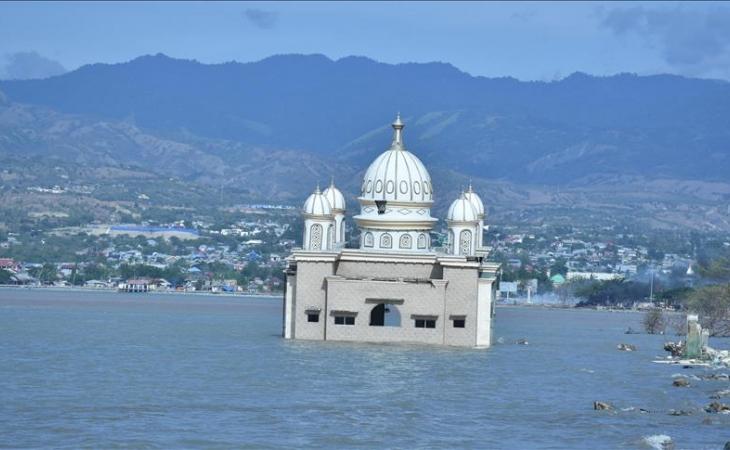 Cifra de muertos por tsunami en Indonesia llega a 2.088