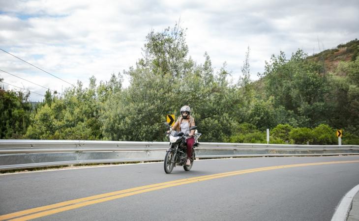 Perimetral Oriental de Bogotá instala protección para motociclistas