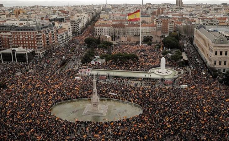 Sube tensión en España: oposición pide elecciones