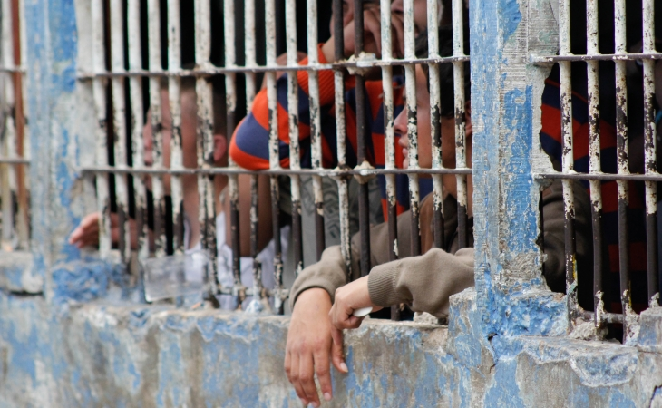 Urgen mejoras en cárceles con hacinamiento