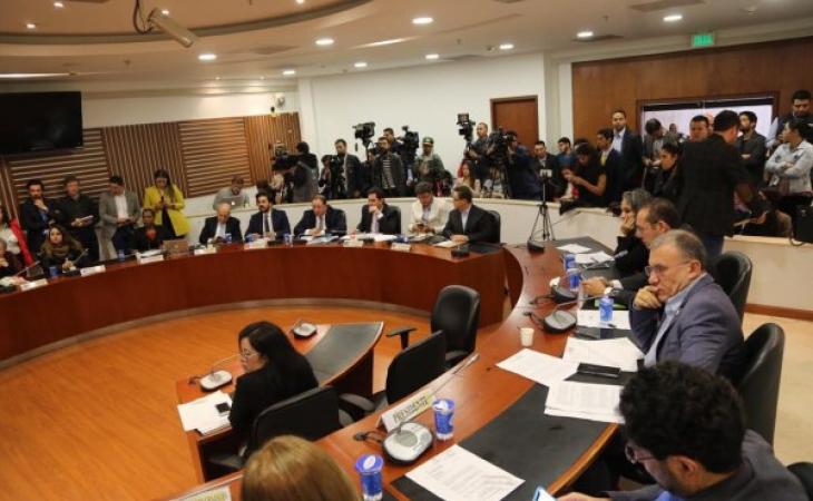 Rifirrafe uribistas- Farc en Comisión de Paz
